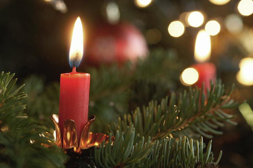 weihnachtsbaum_brand_vermeiden_kerzen