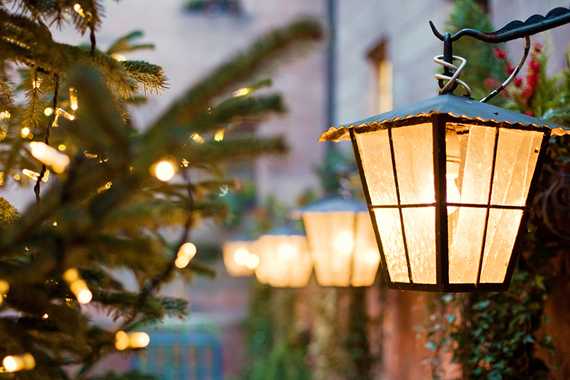 weihnachtliche au enbeleuchtung das sollten sie beachten. Black Bedroom Furniture Sets. Home Design Ideas