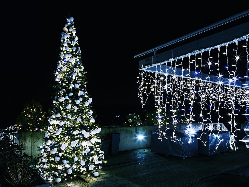 weihnachtliche au enbeleuchtung das sollten sie beachten bergmann elektrizit t. Black Bedroom Furniture Sets. Home Design Ideas