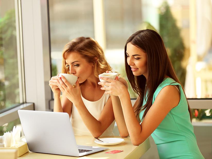 Frauen am Laptop
