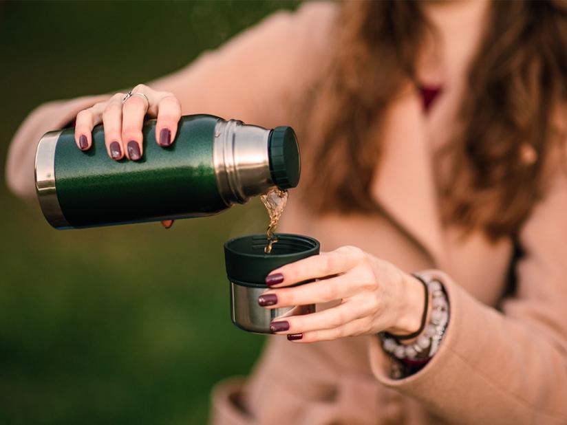 Nachhaltig studieren: Wiederverwendbare Becher und Flaschen