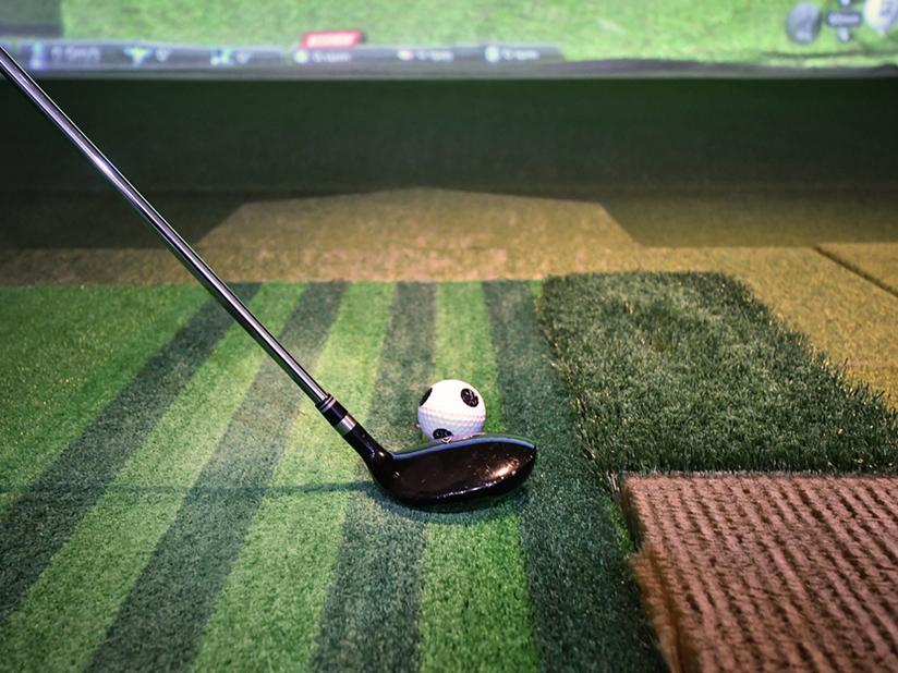 Golfplätze auf der ganzen Welt bespielen mit dem Indoor-Golfsimulator