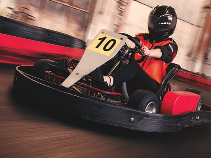 Waghalsige Drift-Manöver im voll elektrischen Crazy Cart